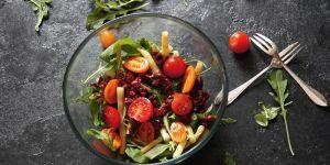 Sałatka z rukoli, fasoli i pomidorów