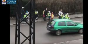 samochód prawie nie potrącił przedszkolaków