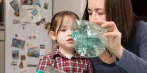 segregowanie śmieci z dzieckiem
