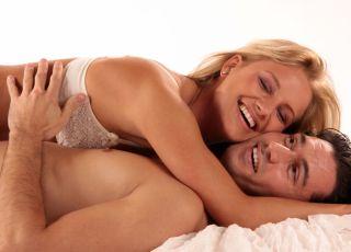 seks, kobieta, pozycje seksualne, współżycie, para w łóżku