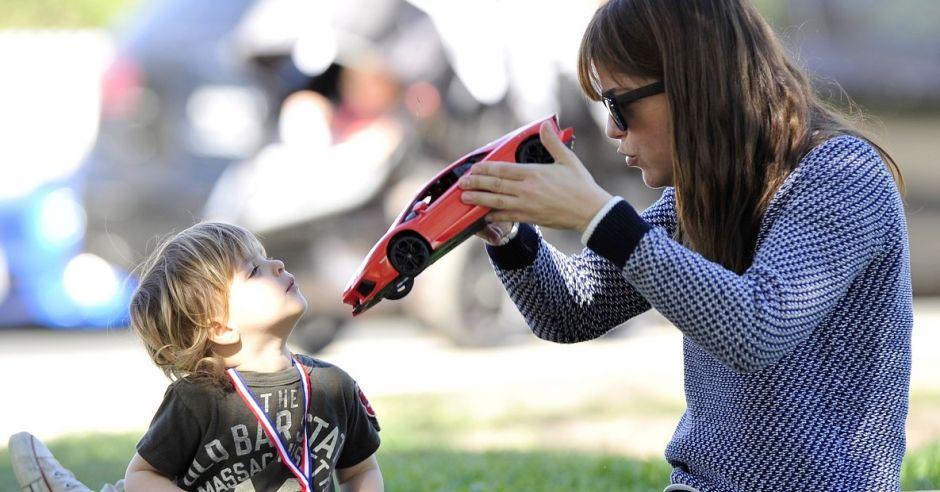 Selma Blair podczas zabawy z synkiem w parku w Los Angeles