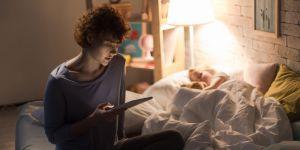 sen dziecka wpływa na zdrowie psychiczne mamy