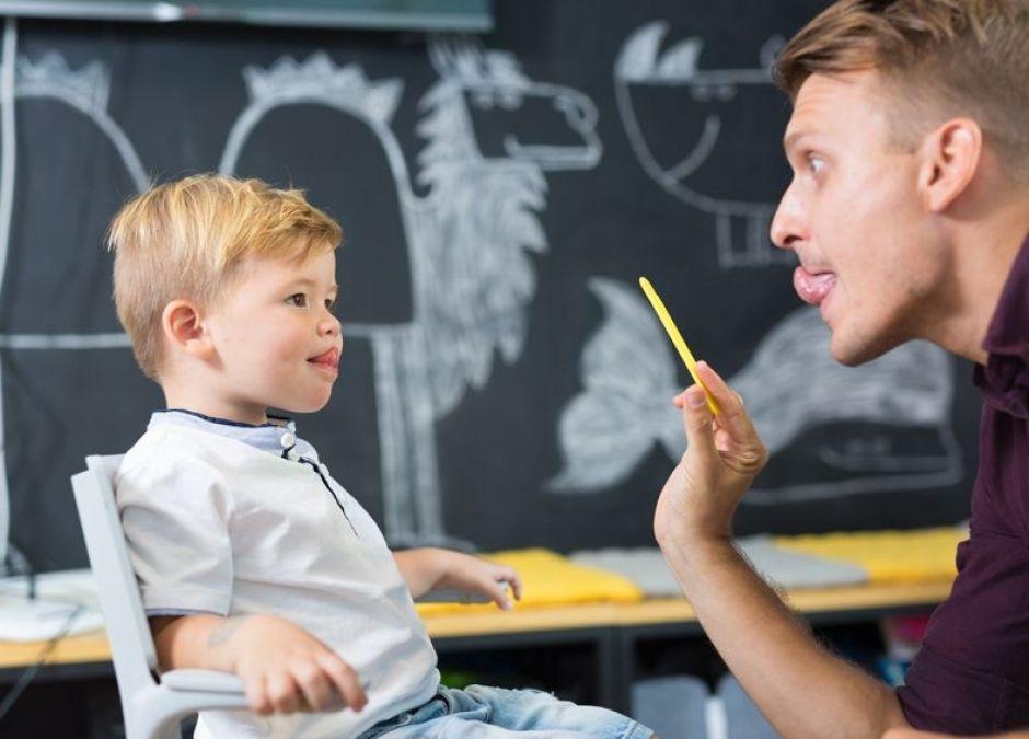 Skąd się biorą wady wymowy u dziecka