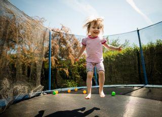 Skakanie na trampolinie może być niebezpieczne
