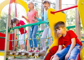 skargi na hałas na placu zabaw