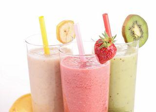 Słodki shake z owoców - przepis na mleczny koktajl