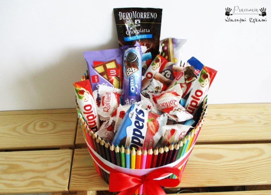 słodkości w kredkowej oprawie prezent na dzień nauczyciela.JPEG
