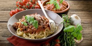 spaghetti, makaron, sos pomidorowy