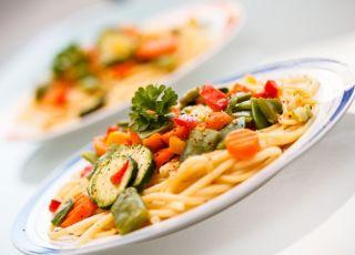 spaghetti, makaron, warzywa