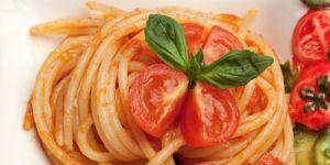 spaghetti, makaron, warzywa, pomidory