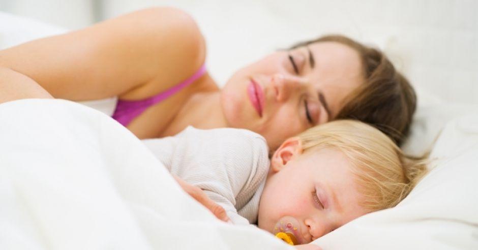 spanie z dzieckiem, sen dziecka, usypianie dzieci, sen niemowlaka