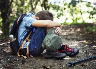 Spanikowany chłopiec