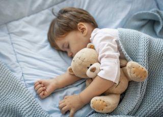 Śpiący chłopiec