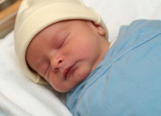 spowijanie noworodka