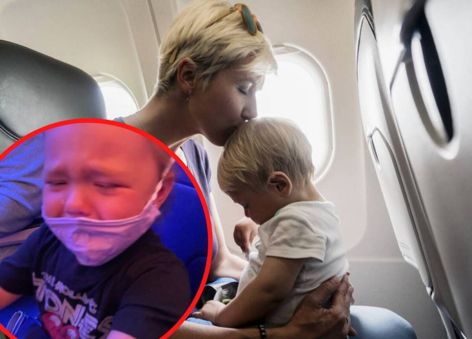 stewardessa kazała przykleić dziecku maskę