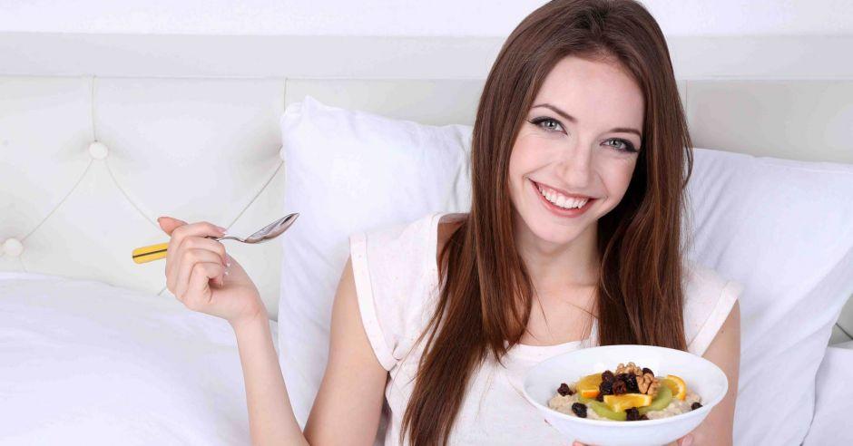 superfood, witaminy i minerały w ciąży, dieta w ciąży, kasza jaglana w ciąży, owsianka, brokuły, omega-3 w ciąży