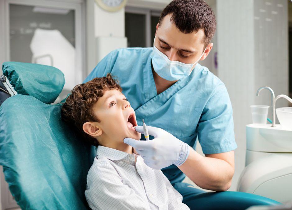 Światowa Organizacja Zdrowia zaleca, by ograniczyć wizyty u stomatologa