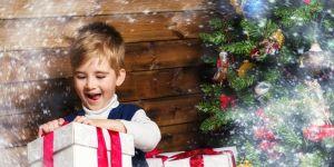 święta, prezent, prezenty, chłopiec, przedszkolak, prezent świąteczny