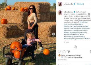 Sylwia Bomba z córką na farmie dyniowej