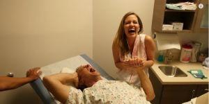 Symulacja porodu - mężczyzna doświadcza bólu porodowego