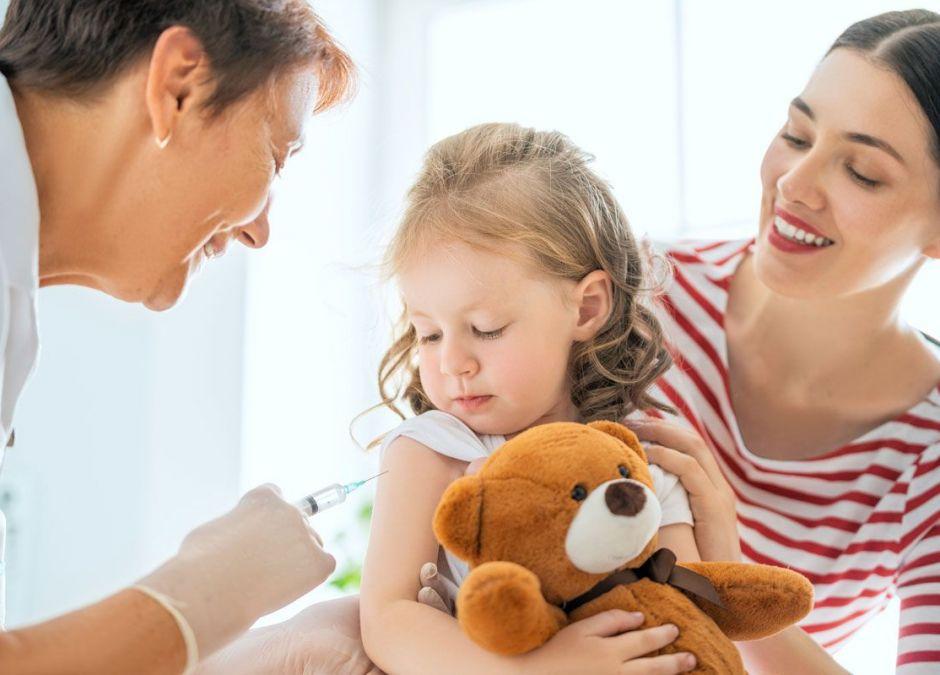szczepienie dziecka - czy rodzice powinni o tym decydować