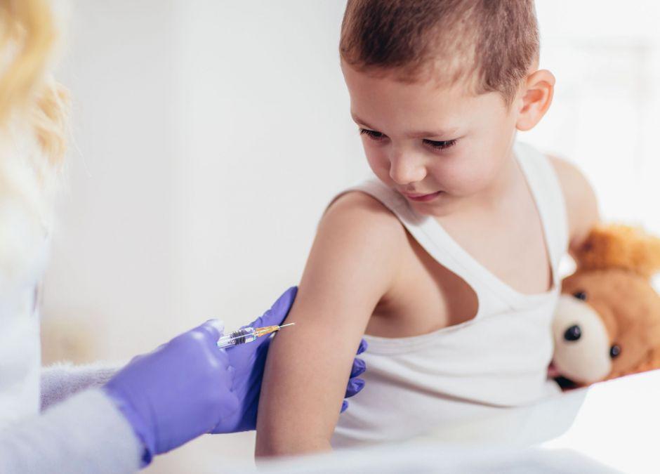 szczepionka na covid testowana na dzieciach