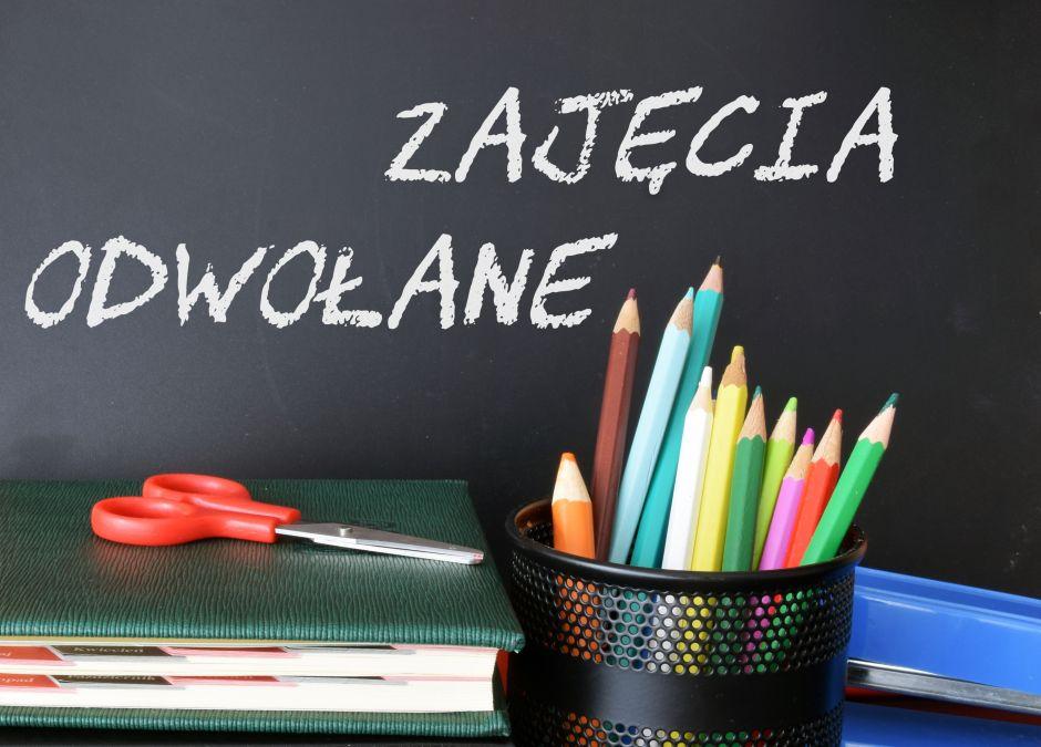 Szkoły odwołują zajęcia
