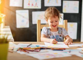 szlaczki – dziecko rysuje