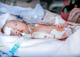 szpitalom-dzieciecym-zabiora-pieniadze-ciecia