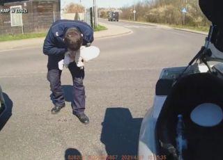 Szybka akcja policjantów. Uratowali duszące się niemowlę