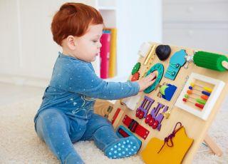 Tablica manipulacyjna dla dziecka