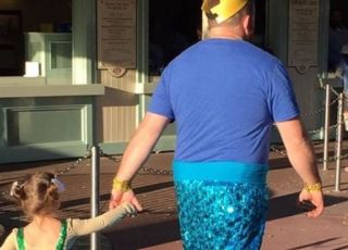 Tata dla córeczki przebrał się w strój syrenki