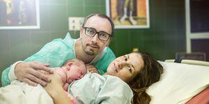Tata na porodówce, poród, noworodek, rodzina
