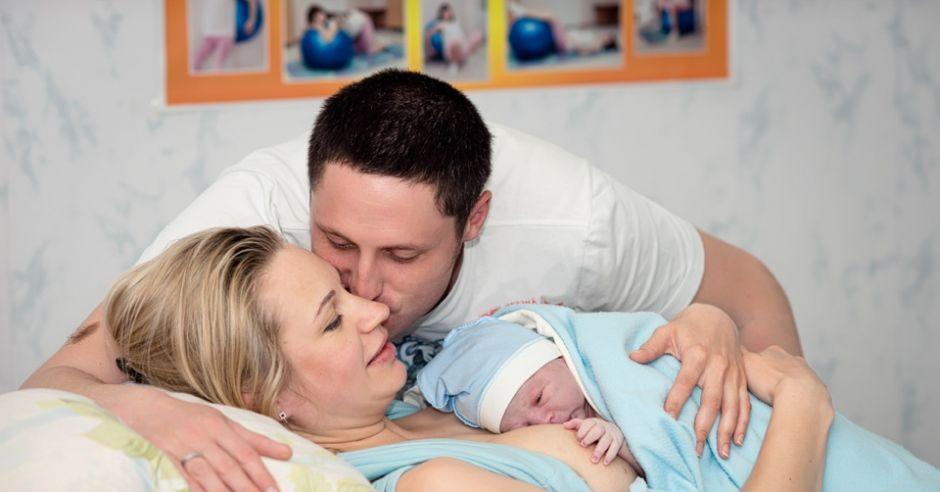 tata przy porodzie