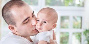 Tata z niemowlęciem