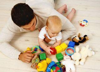 tata, zabawa, zabawki, niemowlę