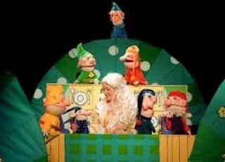 teatr lalek, wałbrzych, teatr, królewna śnieżka