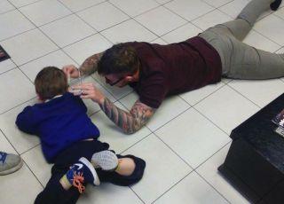 Ten fryzjer wie, jak strzyc dzieci z autyzmem
