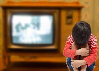 terroryzm, lęki dziecięce, dziecko i tragiczne wydarzenia, wojna i dziecko, dziecko i telewizja
