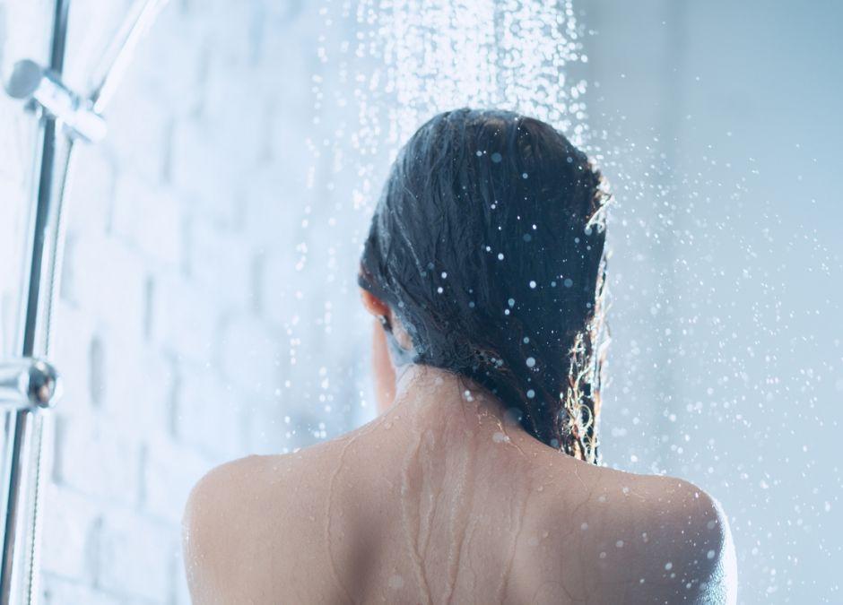 teść podgląda mnie pod prysznicem
