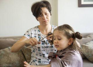 teściowa obcięła mojej córce włosy