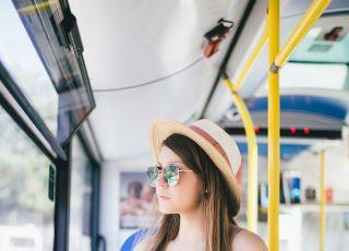 tylko ciężarna ustąpiła miejsca w autobusie