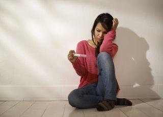 Uczennica w ciąży, studentka w ciąży, test ciążowy, ciąża
