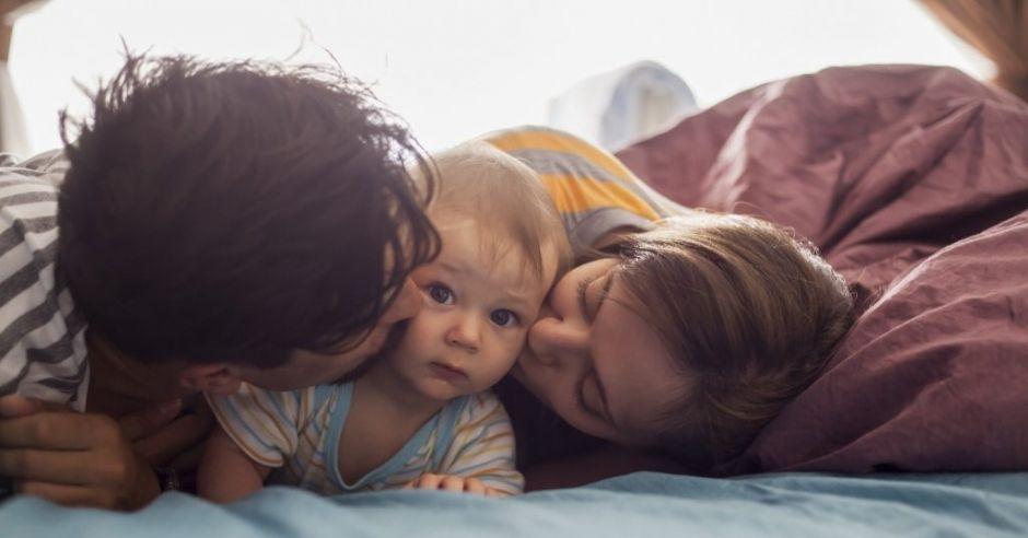 Urlop rodzicielski dla ojców to zagrożenie według senatorów PiS