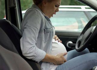 Urodziła w samochodzie, bo LEKARZ ODESŁAŁ JĄ DO DOMU!