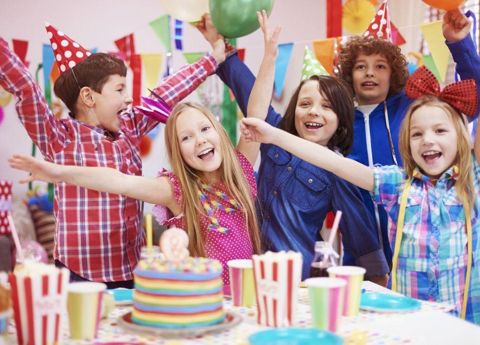 Urodziny Dla Dziecka Zaproszenia Przekąski Zabawy Tort