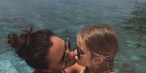 Victoria Beckham z córką pocałunek