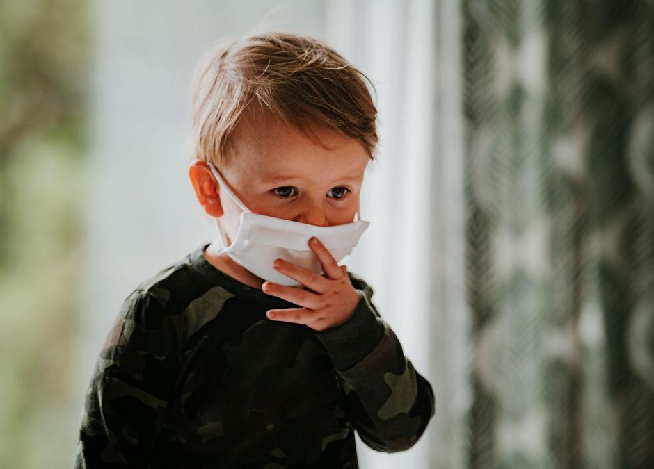 W czwartej fali koronawirusa zachoruje więcej dzieci. Zarażać będą się młodzi i zdrowi