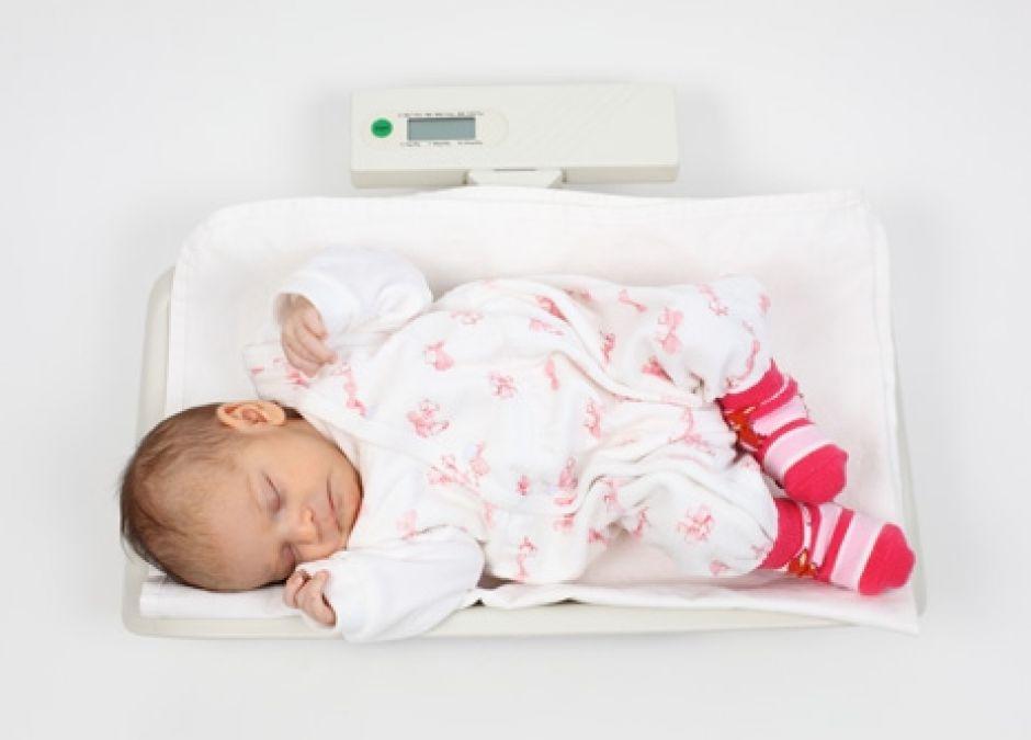 waga, niemowlę, waga noworodka, waga niemowlaka, przybieranie na wadze
