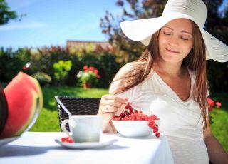 wakacje w ciąży, zdrowa dieta w ciązy, jedzenie na urlopie, żywienia na wakacjach, zatrucia pokarmowe